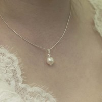 Win a pearl necklace with a Swarovski crystal from Papillon Rouge