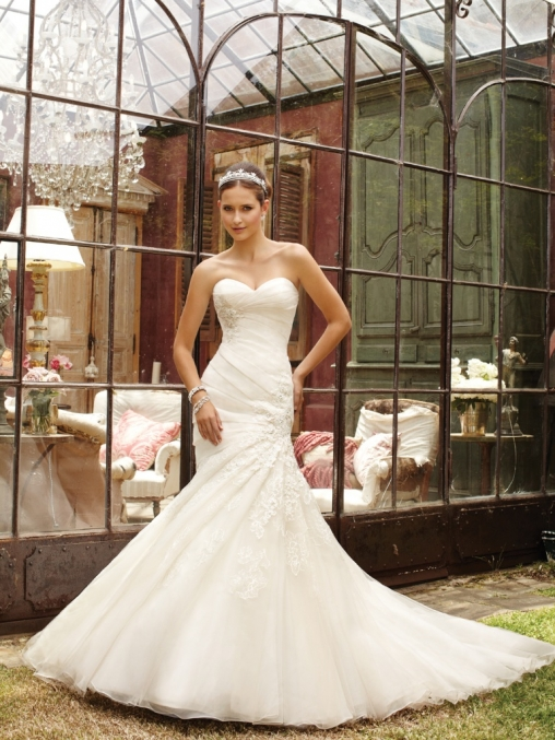 Wedding dresses in cornwall for Wedding dresses for tomboy brides