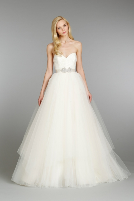 Wedding dresses style and body type guide for Wedding dresses by body shape